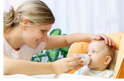 如何减少宝宝吐奶的次数和量?