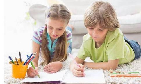 教师如何帮助摩卡娱乐在线更好的与同伴交往