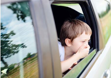 宝宝晕车怎么办?该如何处理?