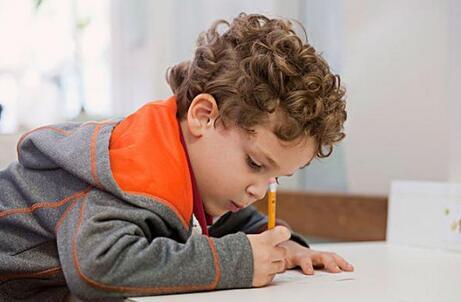 孩子性格内向不善沟通怎么办
