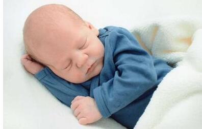 新生儿大便有酸味是怎么回事