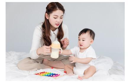 新手爸妈给宝宝冲奶粉注意什么细节?