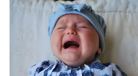 婴儿打嗝可以喂奶吗