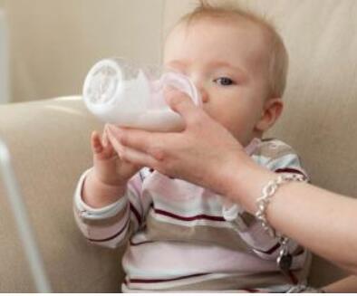 人工喂养的技巧与注意事项 新妈妈要了解