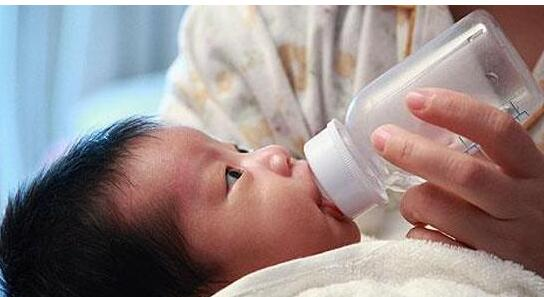 新生儿喂奶,这3大要素家长需要弄明白