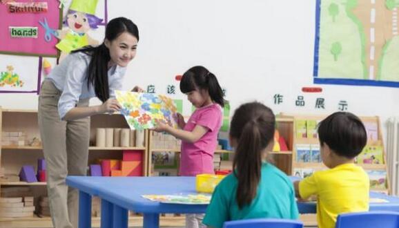 孩子上公立幼儿园好呢?还是私立好呢?