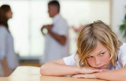 父亲的这两种行为,会导致孩子越来越自卑