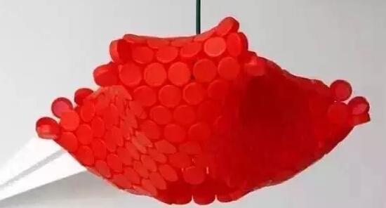 幼儿园各种各样的瓶盖的创意改造